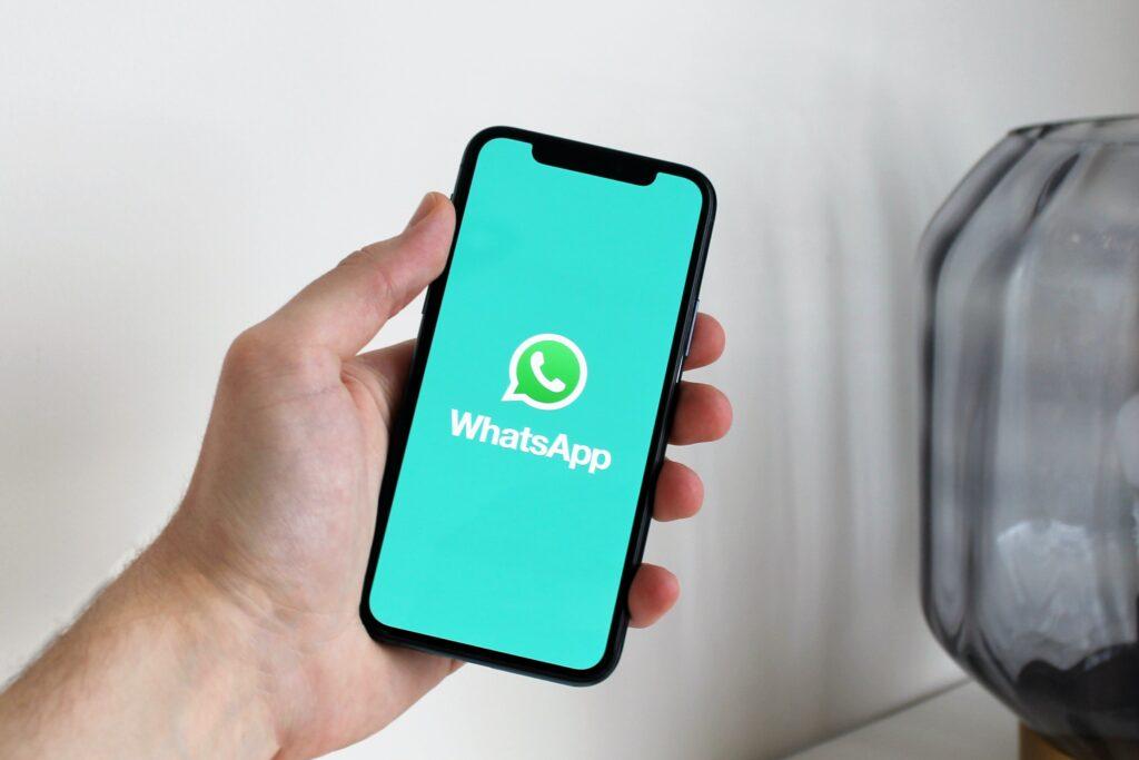 escuchar un audio de whatsapp sin abrirlo